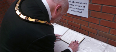 Photo of Cllr Rob Stanton signing the condolence book